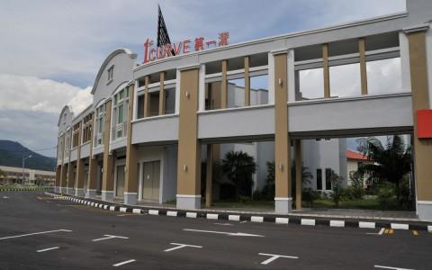 1st-curve-semi-D-shop-office